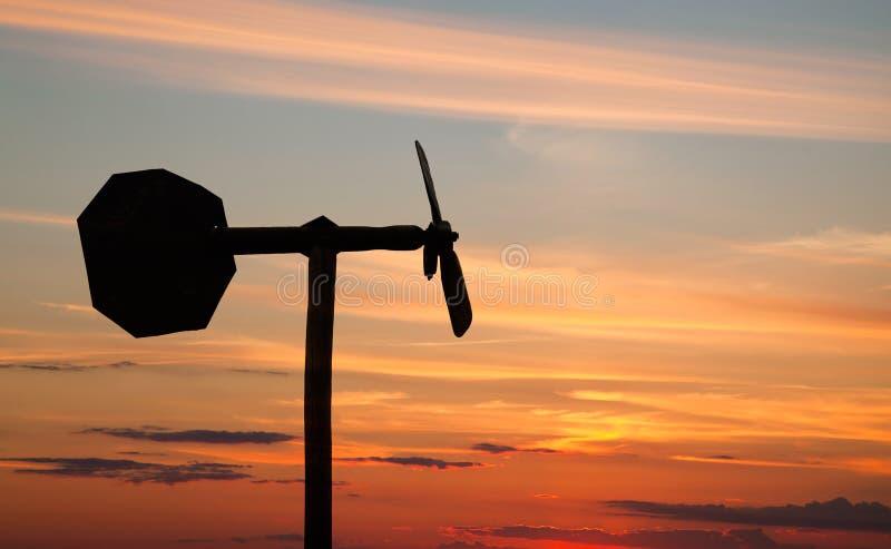 Silhueta pequena da aleta de tempo do estilo do moinho de vento foto de stock
