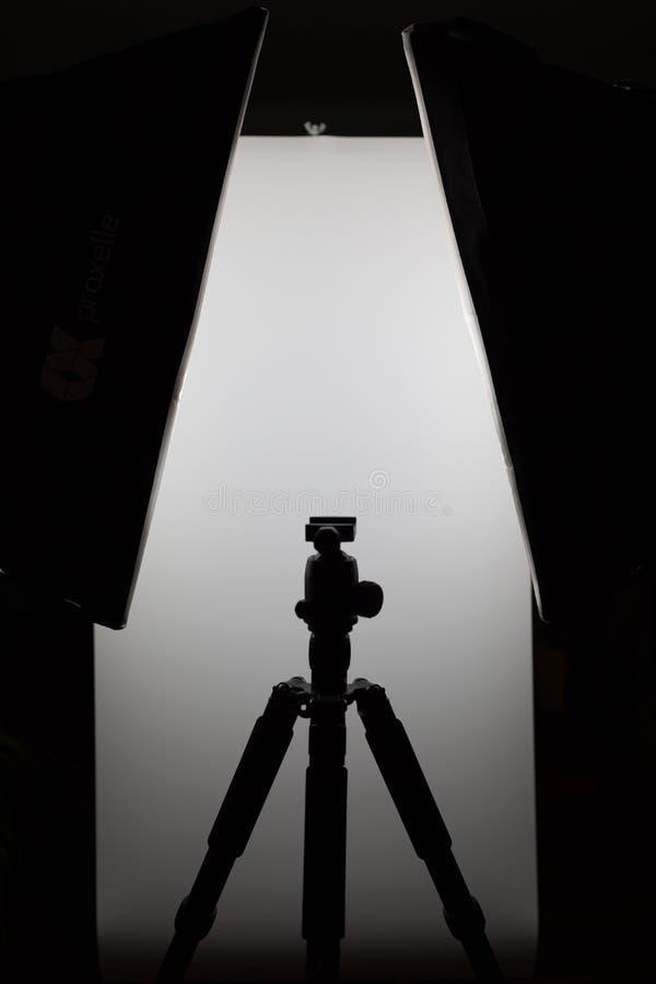 Silhueta preto e branco da sessão fotográfica fotografia de stock