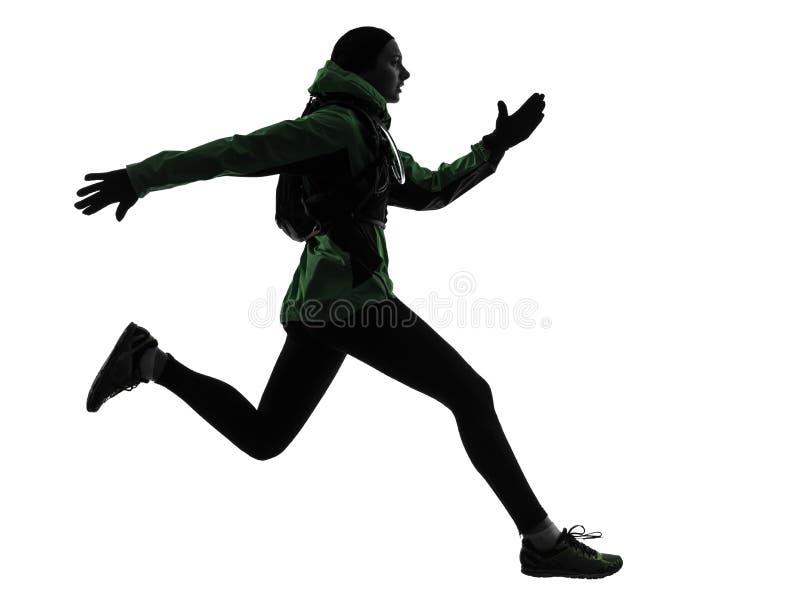 Silhueta trekking de corrida do corredor da mulher imagens de stock royalty free