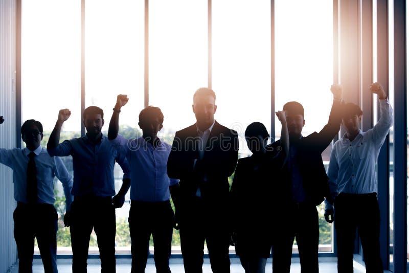 Silhuetas da equipe bem sucedida do negócio imagens de stock royalty free