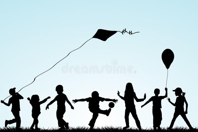 Silhuetas das crianças que jogam no parque ilustração royalty free