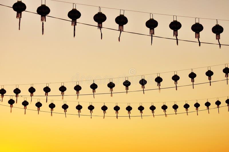 Silhuetas de lanternas chinesas imagens de stock