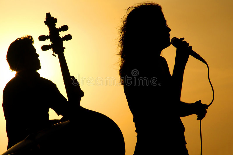 Silhuetas dos músicos imagens de stock royalty free