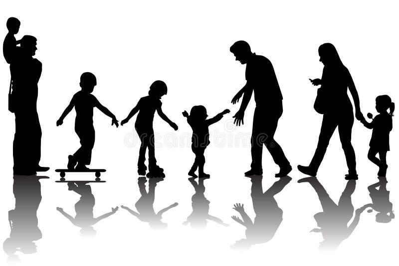 Silhuetas dos pais com as crianças no parque ilustração stock