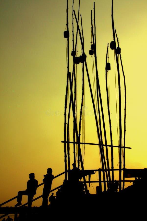 Silhuetas dos pescadores fotos de stock royalty free