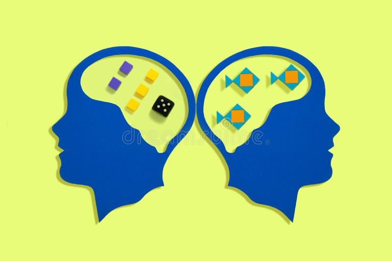 Silhuetas principais estilizados Trabalho dos hemisférios do cérebro imagens de stock