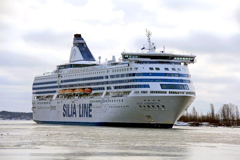 Silja Line Ferry ankommer i Helsingfors arkivbilder