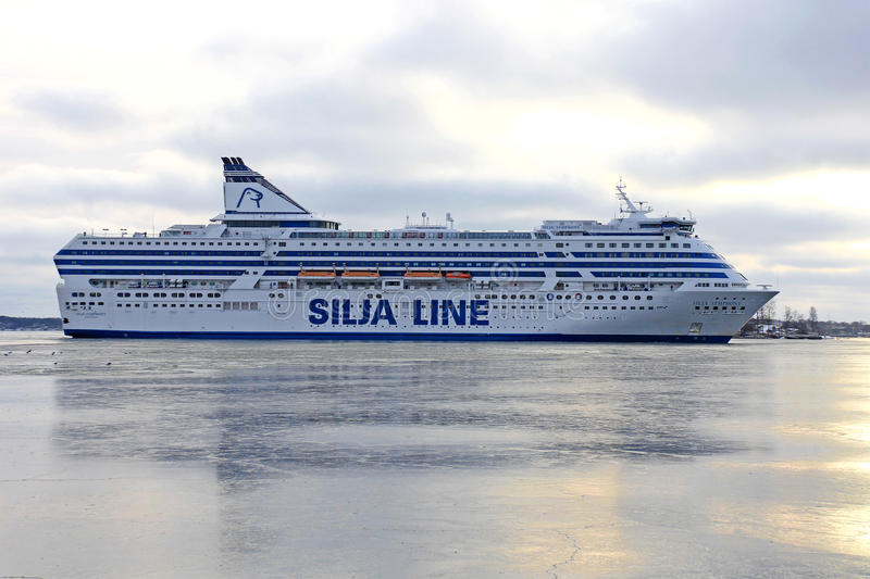 Silja Symphony Cruise Ferry Arrives in Helsinki stock afbeeldingen