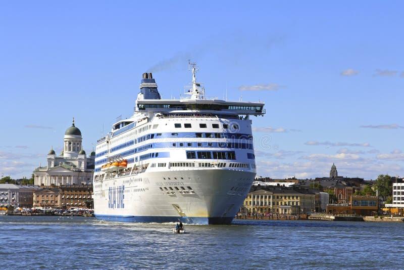 Silja Symphony Cruise Ferry Departs Helsingfors royaltyfria bilder
