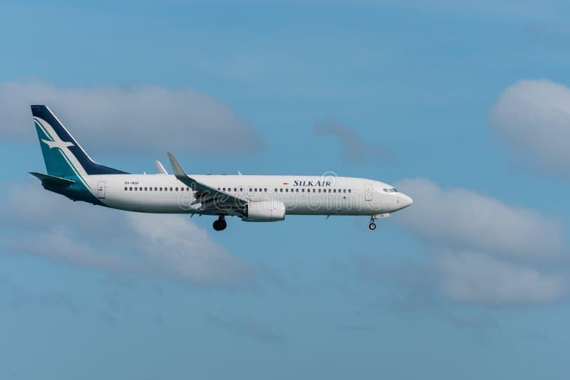 Silk посадка самолета воздуха на авиапорте Пхукета стоковое изображение rf