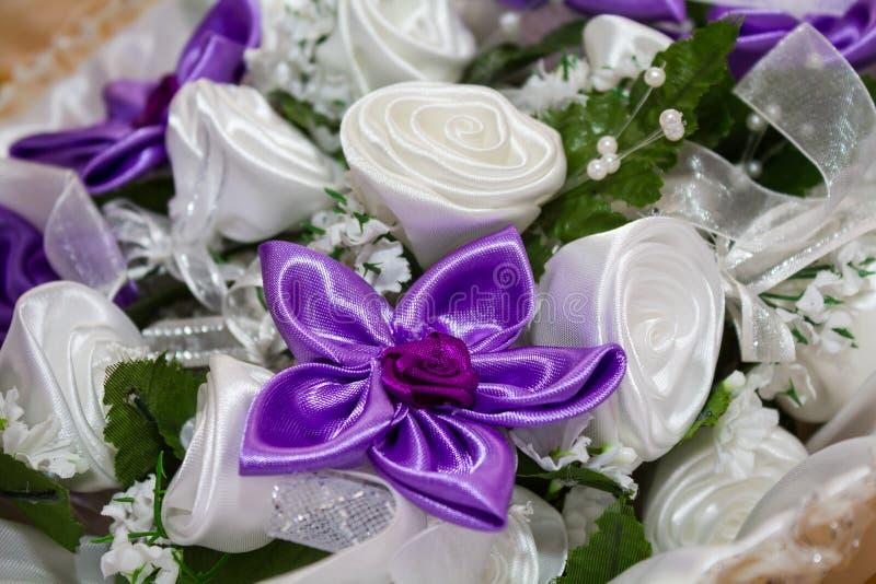 Download Silk Blumen stockbild. Bild von glänzend, boutonniere - 27729949
