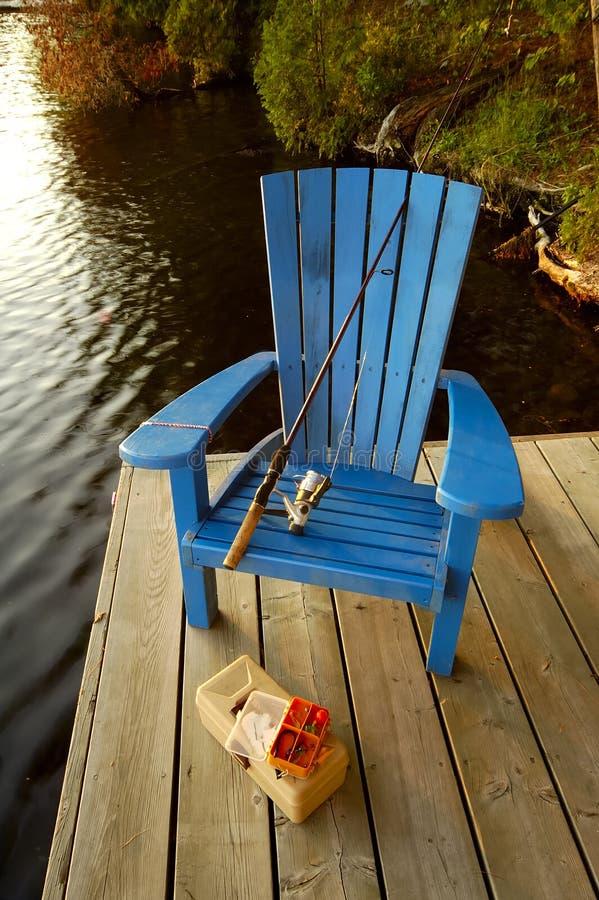 Silla de la pesca en cubierta fotografía de archivo