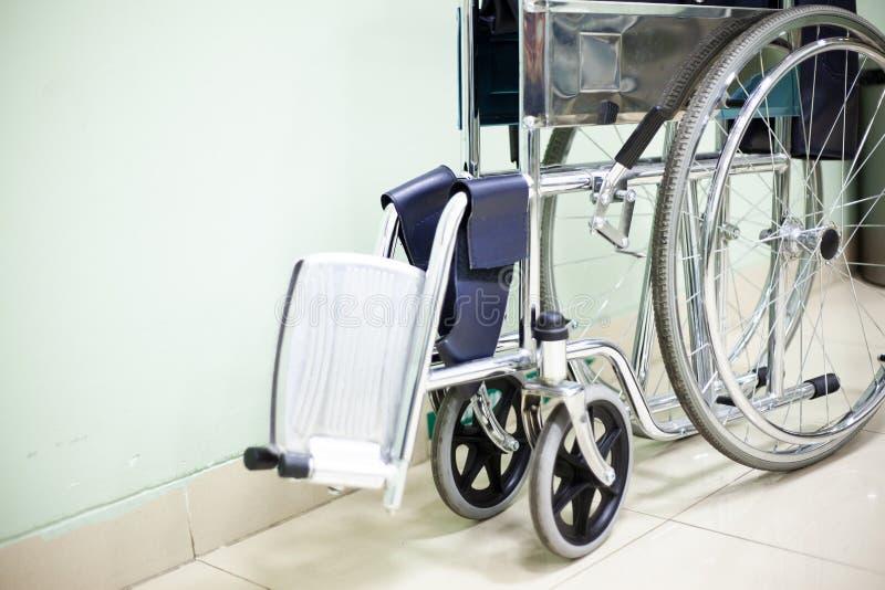 Silla de rueda en el hospital fotos de archivo libres de regalías