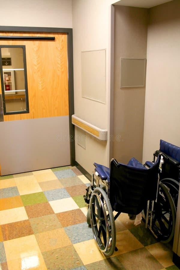 Silla de rueda en un hospital imagen de archivo