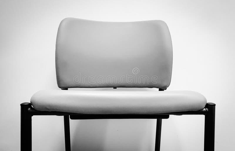 Silla en blanco y negro plateada imagen de archivo libre de regalías