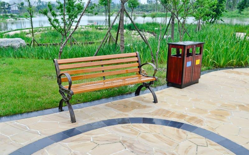 Silla en el parque imagen de archivo imagen 20851431 for Sillas para parques