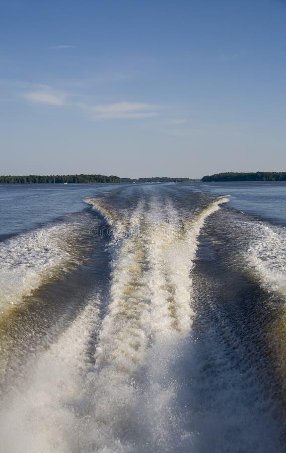 Sillage de bateau de vitesse images libres de droits