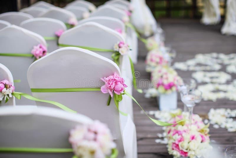 Sillas de la boda imagenes de archivo