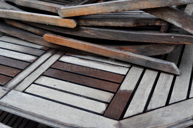 Sillas de madera apiladas fotos de archivo libres de regalías