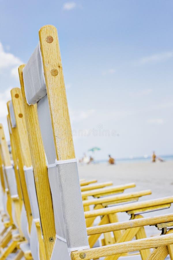 Sillas de playa en Miami la Florida foto de archivo