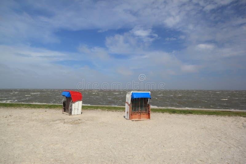 Sillas de playa vacías imagen de archivo libre de regalías