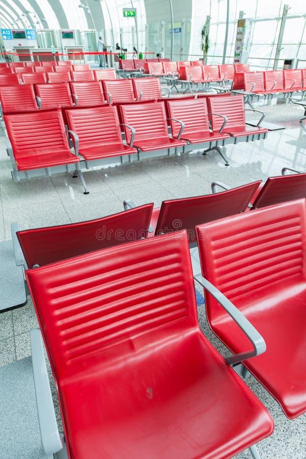 Sillas en el aeropuerto fotos de archivo
