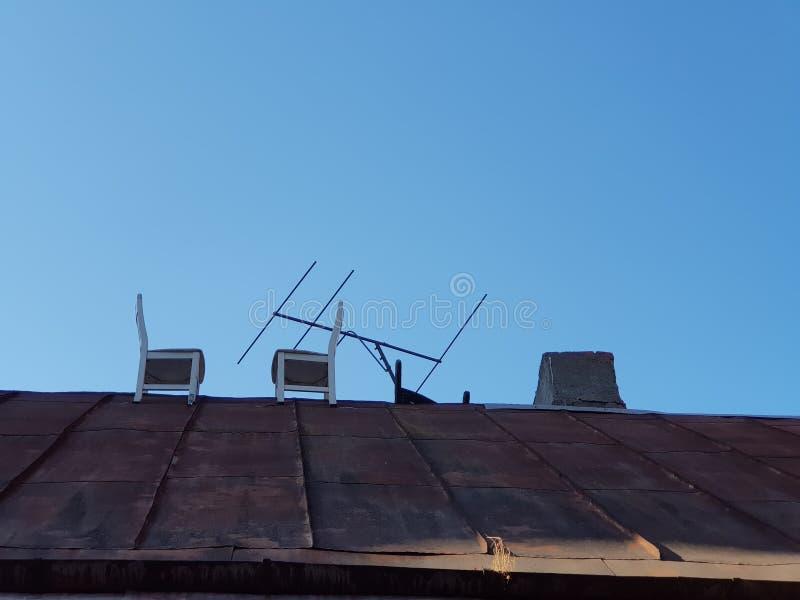 Sillas en el tejado imagen de archivo