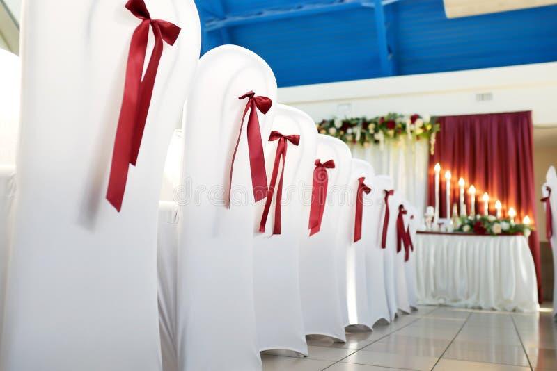 sillas hermosas en el primer del restaurante foto de archivo libre de regalías