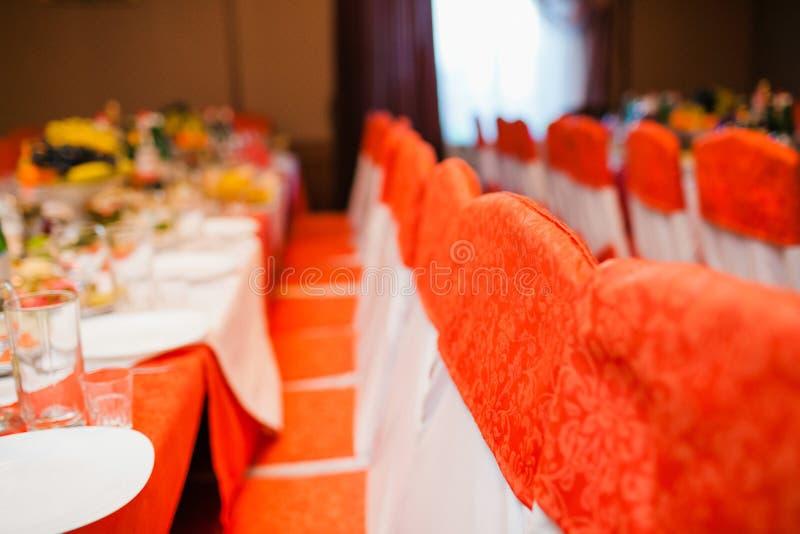 Sillas vacías de la boda imagen de archivo libre de regalías