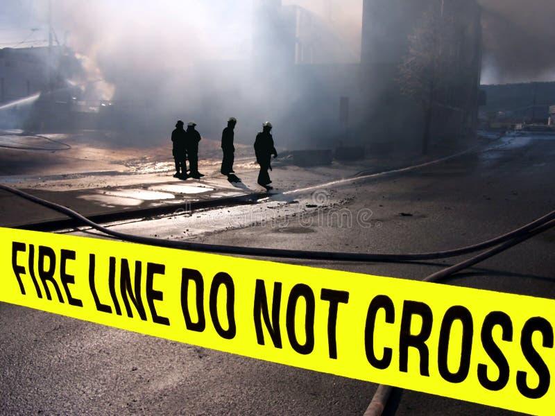Sillouette dei vigili del fuoco fotografie stock libere da diritti