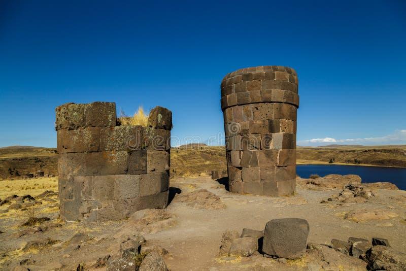 Sillustani arkeologisk kyrkogård, Peru royaltyfri bild