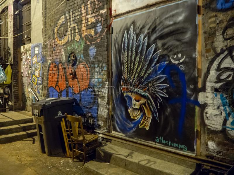 Silne latarnie uliczne i graffiti sztuka, Knoxville, Tennessee, Stany Zjednoczone Ameryka: [nocy życie w centrum K fotografia stock