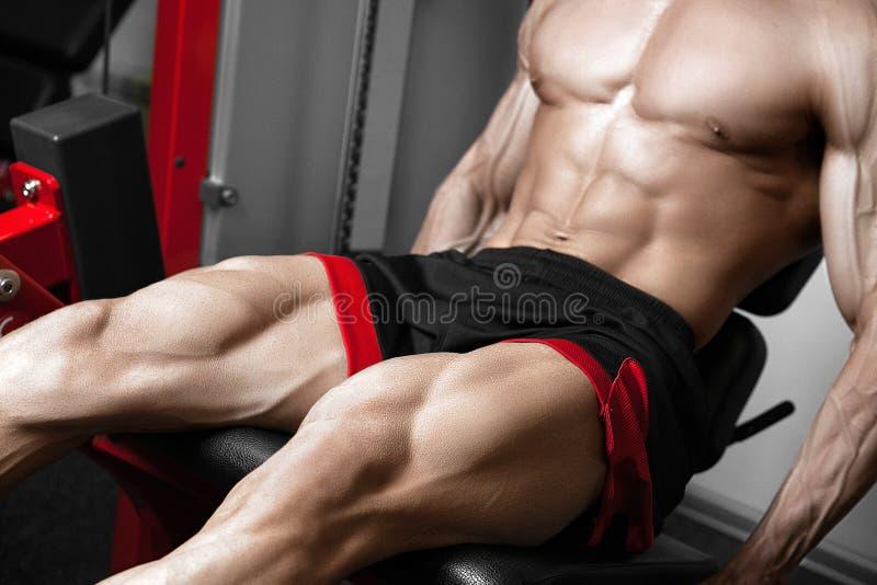 Silnego bodybuilder stażowi kwadraty fotografia stock