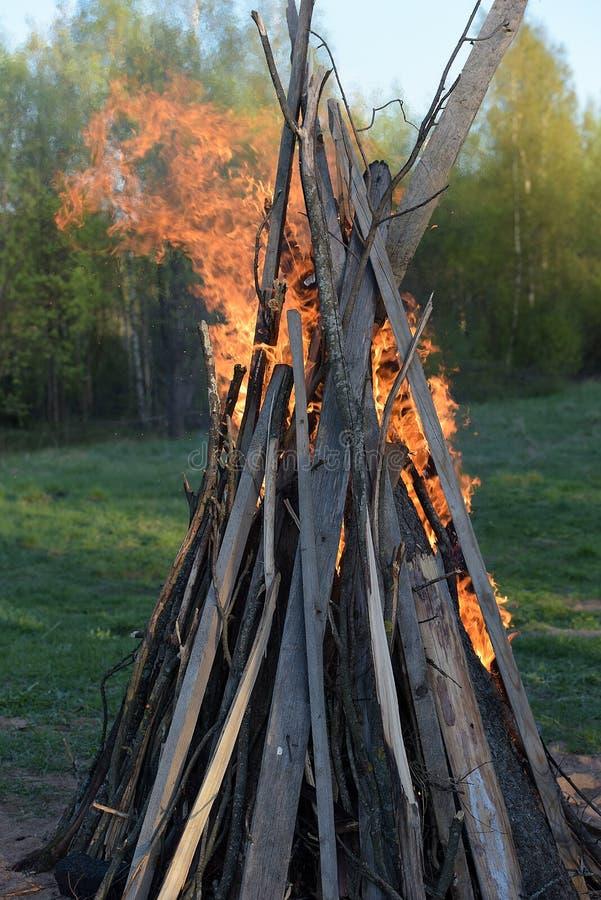 Silni ogieni płomienie zdjęcie royalty free