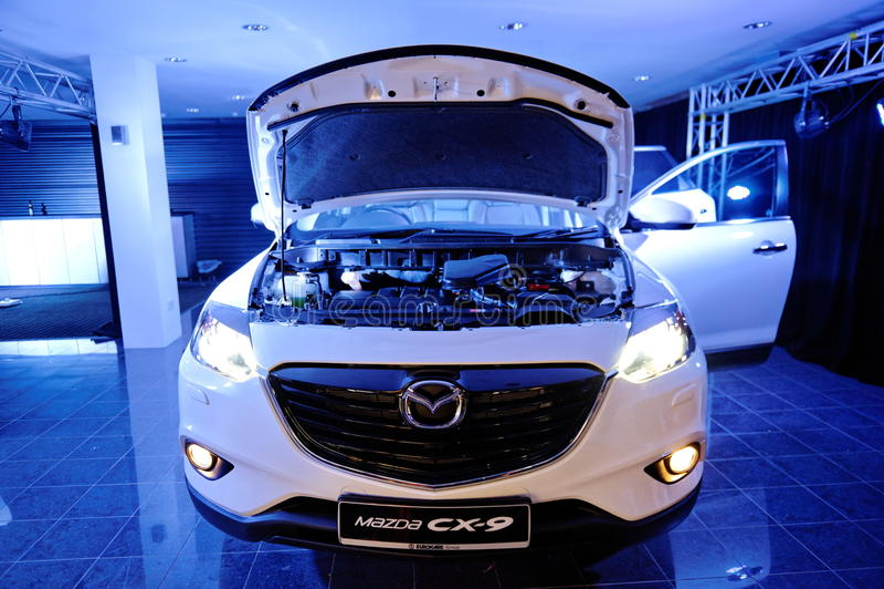 Download Silnik Niedawno Wszczynający Mazda CX-9 W Singapur Obraz Stock Editorial - Obraz złożonej z przód, singapur: 28953444
