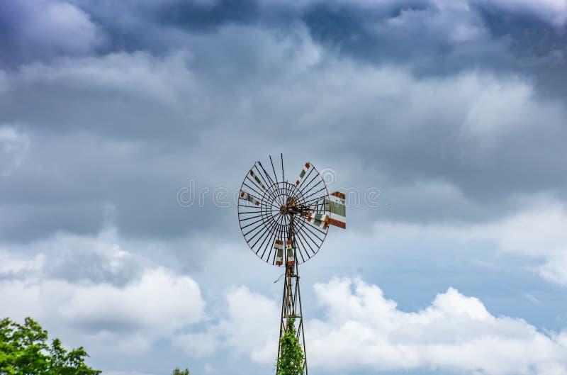 Silnik wiatrowy przy uderzeniem Poo, Samut Prakan zdjęcia stock
