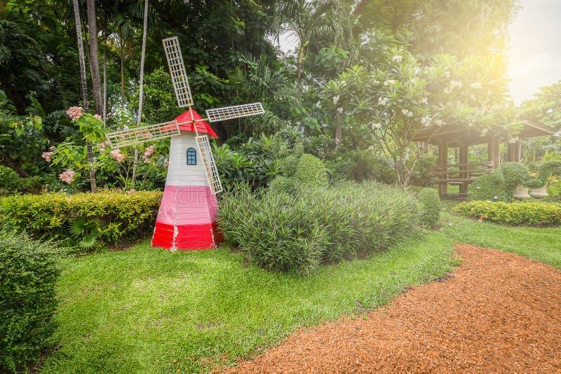 Silnika wiatrowego ogród zdjęcia royalty free