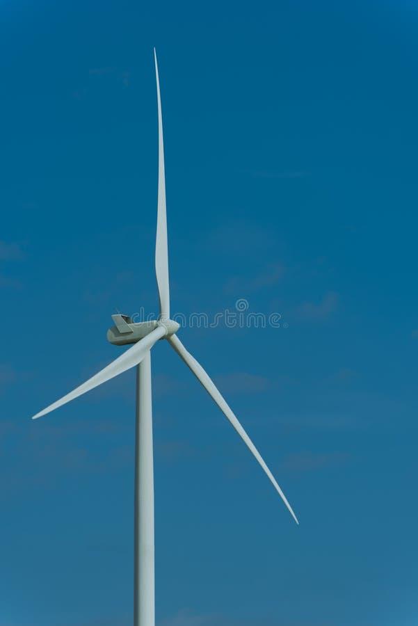 Silniki wiatrowi i ranku niebo z światłem słonecznym obraz stock