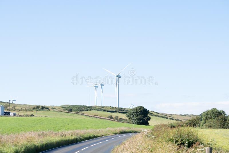Silniki Wiatrowi w Szkocja blisko Ardrossan jako Szkocki rząd przygotowywają dla Brexit obraz stock
