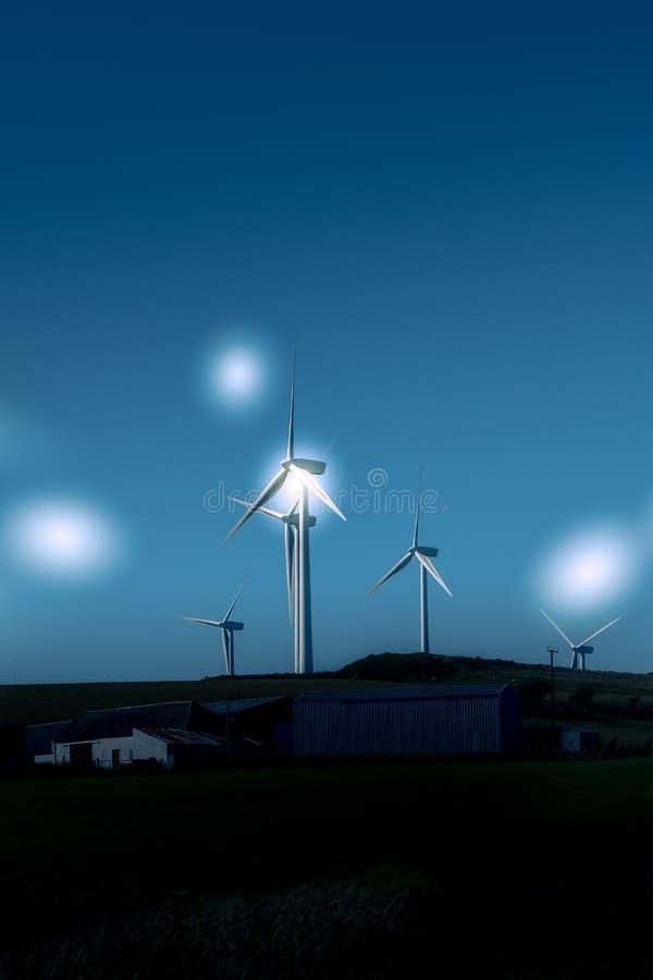 Silniki Wiatrowi w Szkocja Blisko Ardrossan z etherial Gwiazdowymi stroboskopami obrazy royalty free