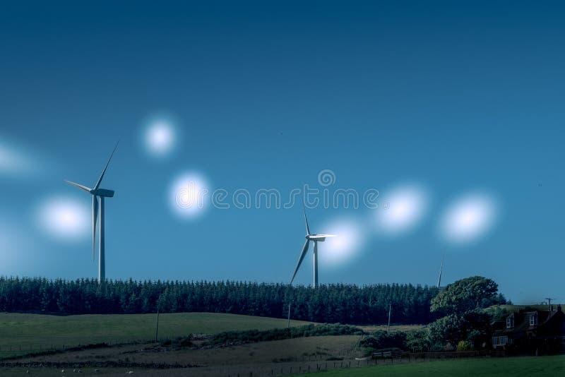 Silniki Wiatrowi w Szkocja Blisko Ardrossan z etherial Gwiazdowymi stroboskopami obraz royalty free