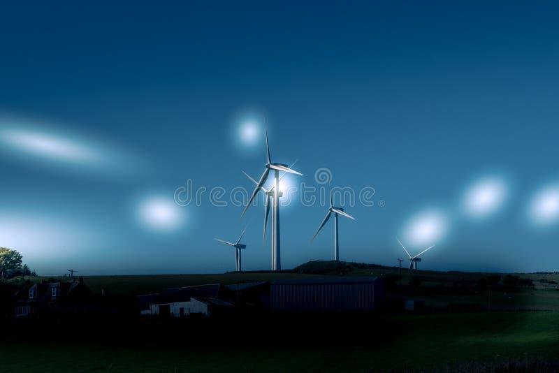 Silniki Wiatrowi w Szkocja Blisko Ardrossan z etherial Gwiazdowymi stroboskopami obrazy stock
