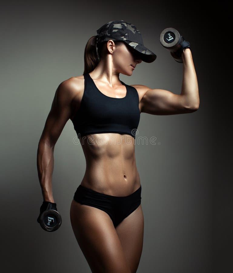 Silny sprawności fizycznej kobiety bodybuilder fotografia royalty free