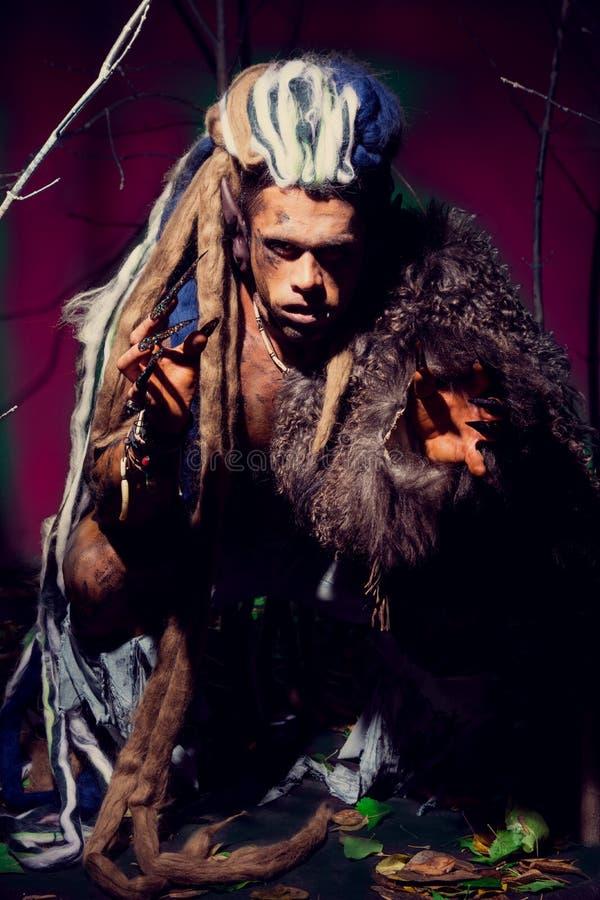 Silny wilkołak, demon wśród drzew zdjęcie royalty free