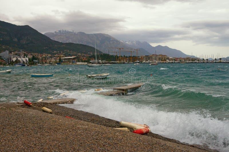 Silny zimny wiatr na Adriatyckim brzegowym Montenegro, zatoka Kotor zdjęcie royalty free