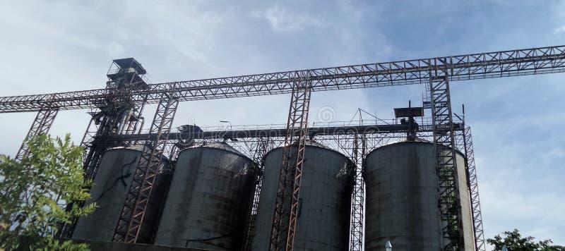 Silo do açúcar do abandono na área industrial de Prapadaeng fotos de stock royalty free