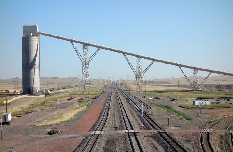Silo's die voor ladingstreinen bij een kolenmijn in Zuid-Dakota worden gebruikt royalty-vrije stock foto