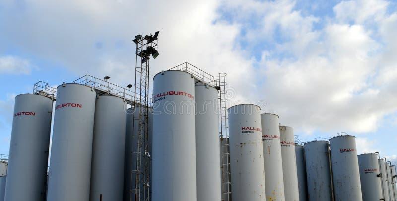 Silos de stockage de Halliburton Baroid, port d'Aberdeen photographie stock