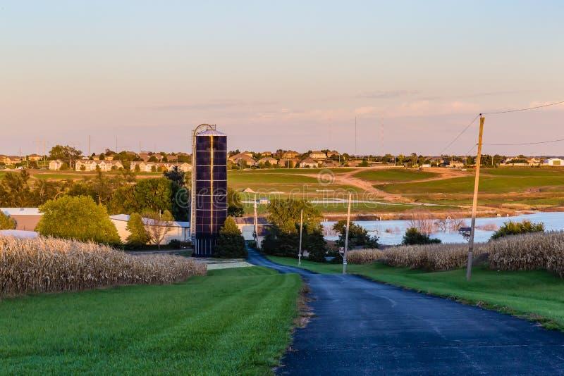 Silos para o armazenamento Omaha Nebraska do produto de exploração agrícola foto de stock royalty free