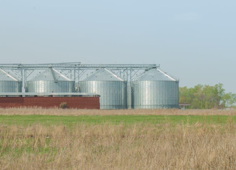 Download Silosy Dla Rolniczych Towarów Zdjęcie Stock - Obraz złożonej z farm, kosz: 53781174
